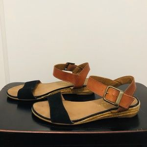Gently Used Eric Michael Two Tone Sandals 🌺